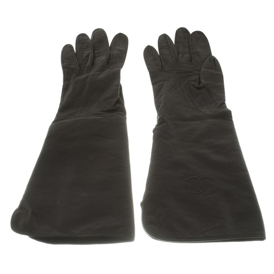 chanel gants en peau de ch vre acheter chanel gants en peau de ch vre second hand d 39 occasion. Black Bedroom Furniture Sets. Home Design Ideas