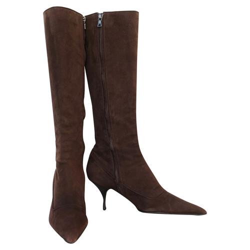 426a7868ac057 Prada Stiefel aus Wildleder in Braun - Second Hand Prada Stiefel aus ...