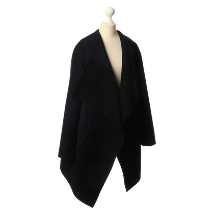 Closed Coat in black/blue
