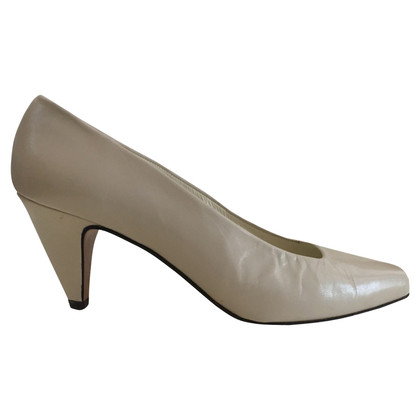 Russell & Bromley pumps in crema