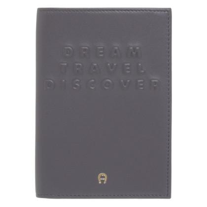Aigner Paspoortafdekking met een hanger