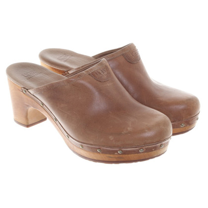 UGG Australia Clogs in brown