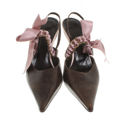 John Galliano Pumps mit violetter Schleife