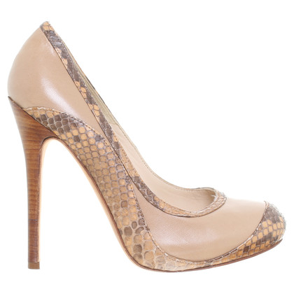 Alexander McQueen Pumps in Beige