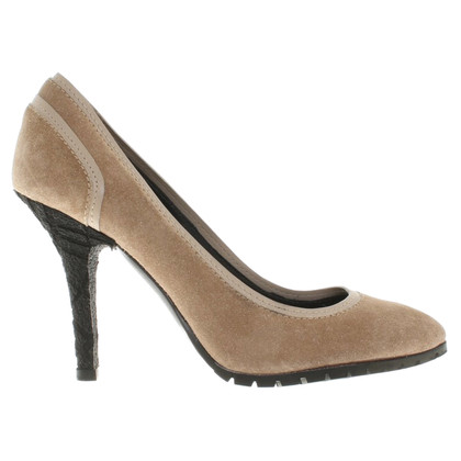 Burberry Wildleder-Pumps in Beige