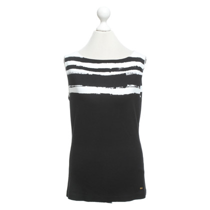 Escada Top in black and white