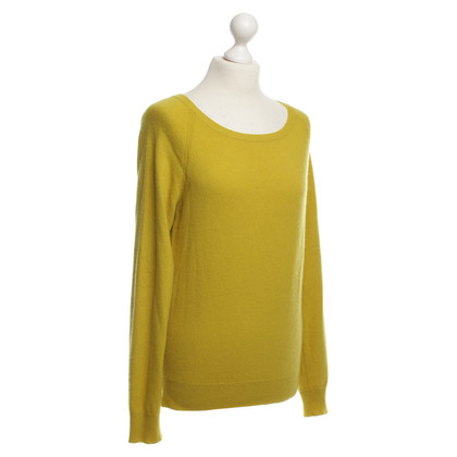 Closed Pullover in Curry-Gelb