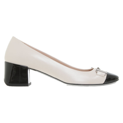 Tod's pumps in Nude / Black