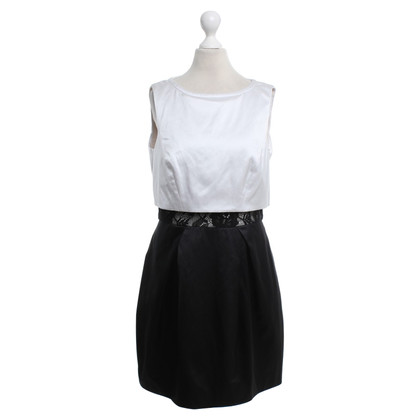 Karen Millen Dress in black and white