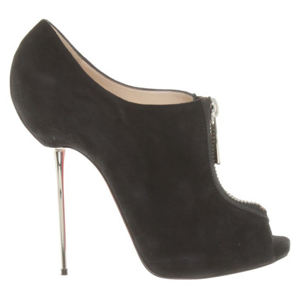 Christian Louboutin Peeptoes in zwart suede