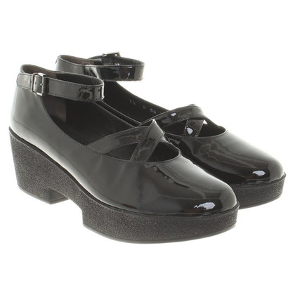 Robert Clergerie pumps made of patent leather