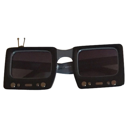 Jeremy Scott Sunglasses in black