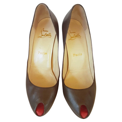 Christian Louboutin Peeptoes in olijf