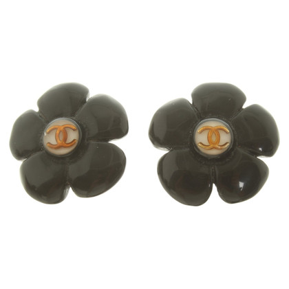 Chanel Ear clips with application