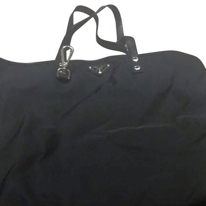 Prada Schultertasche in Schwarz