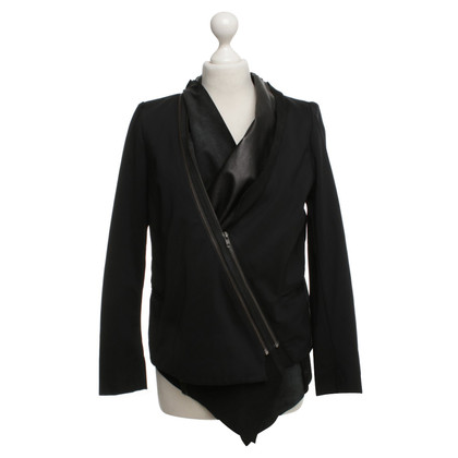 Elisabeth and James Blazer en noir