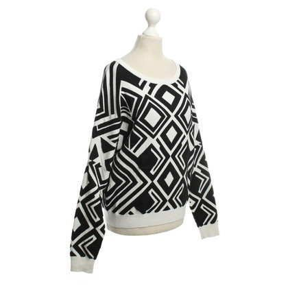 DKNY Patterned sweater