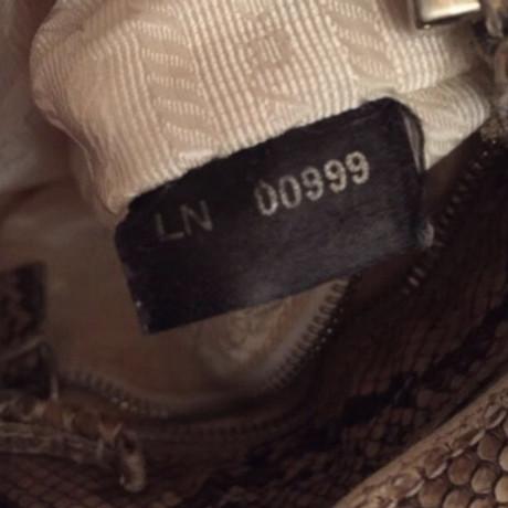 Prada Krokodilleder-Clutch Creme Günstigen Preis Kaufen Rabatt Billig Verkaufen Kaufen k9MiXSC5a