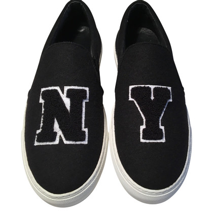 Jonathan Saunders Slip ons in black and white