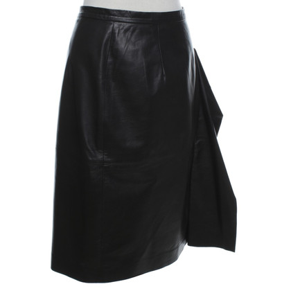Oscar de la Renta Leather skirt in black