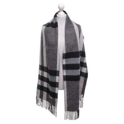 Burberry Cashmere scarf with plaid pattern