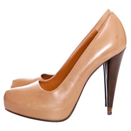 Fendi pumps in light brown