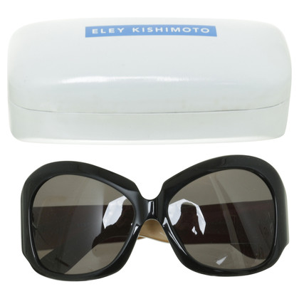 Linda Farrow Sunglasses in the fifties-look