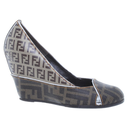 Fendi pumps logo pattern with white details