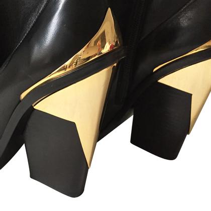 Versace Stiefel in Schwarz/Gold