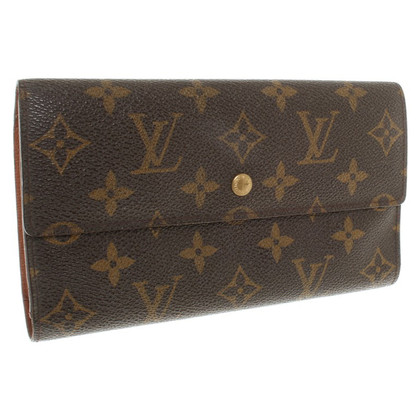 Louis Vuitton Wallet with Monogram pattern