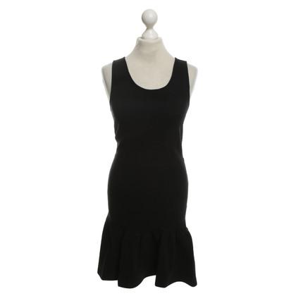 Sandro Figurbetontes dress in black