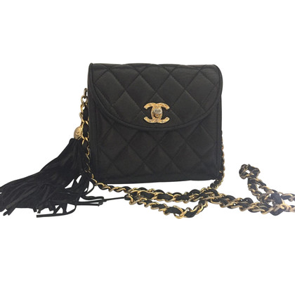 "Chanel ""Classic Flap Bag Mini Square"" con la nappa"