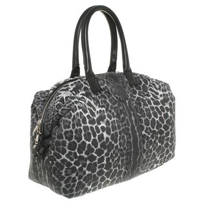 Yves Saint Laurent « Bag Easy » en regard des animaux