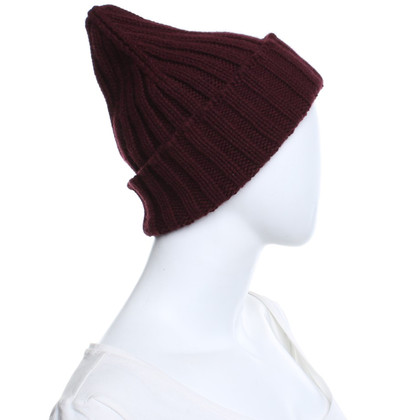 Closed Hat in Bordeaux red