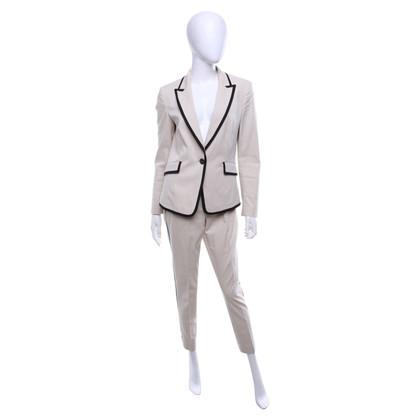 Laurèl Suit with black details