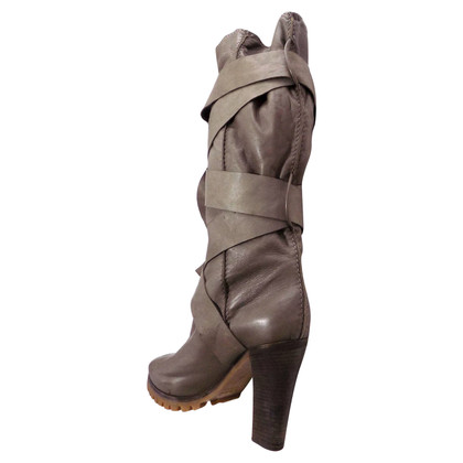 Chloé Leather boots in taupe
