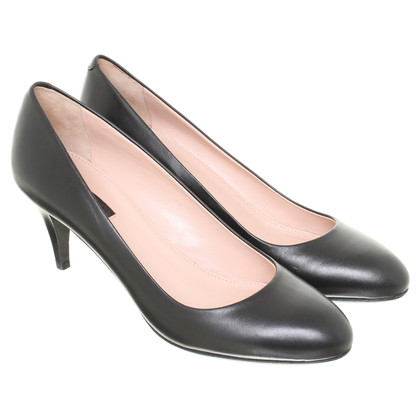Hugo Boss Classic Pumps
