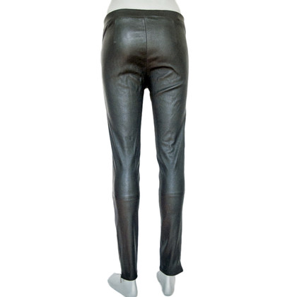 Arma pantaloni di pelle