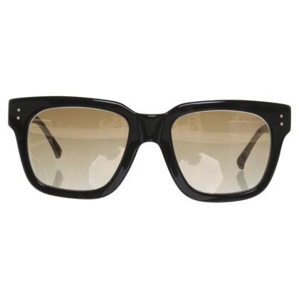 Linda Farrow Sonnenbrille in Schwarz