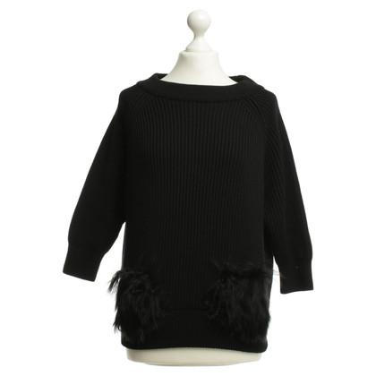 Prada Maglione nero con borse di pelliccia