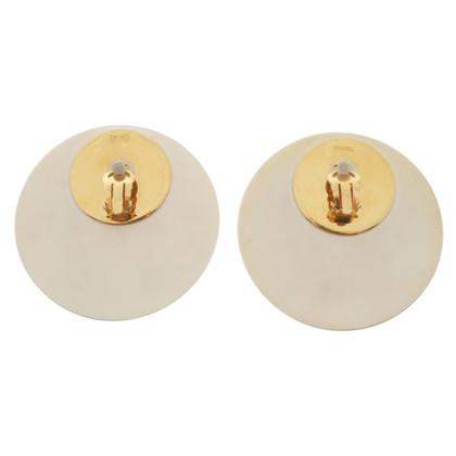 Chanel Grote oor clips in het wit