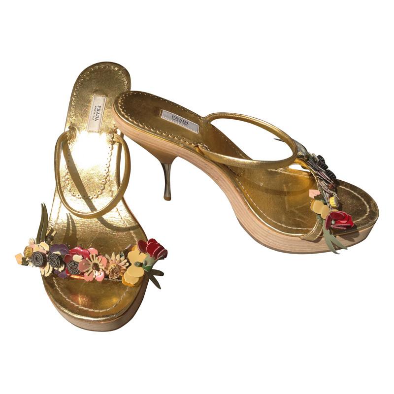 prada goldfarbene sandaletten second hand prada goldfarbene sandaletten gebraucht kaufen f r. Black Bedroom Furniture Sets. Home Design Ideas