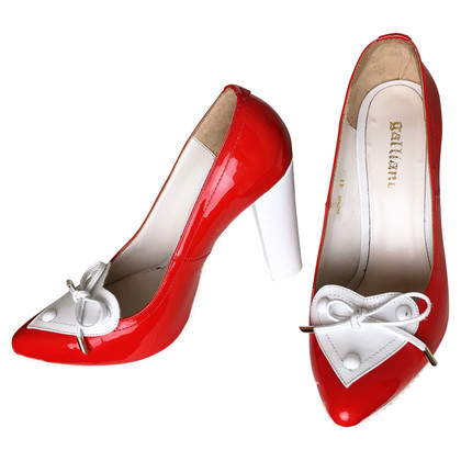 John Galliano pumps in lakleder