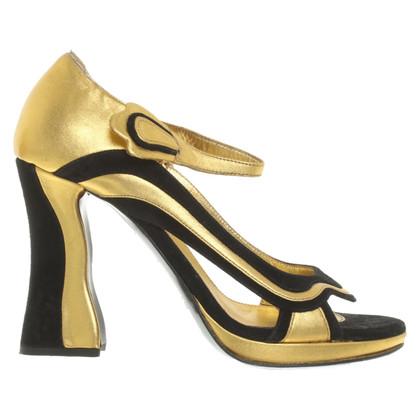 Prada Peep-toes in black / gold