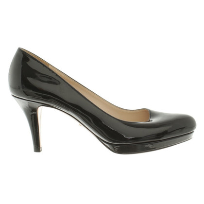 Prada pumps in zwart lakleer