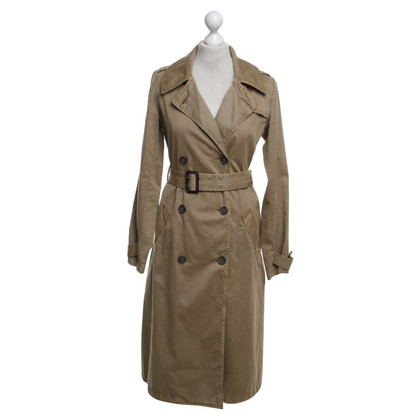 Closed Trench in beige