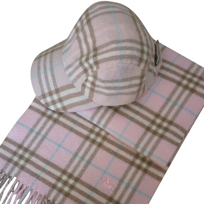 Burberry Set scarf and hat               