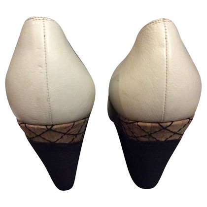 Chanel Peep-dita dei piedi con camelie