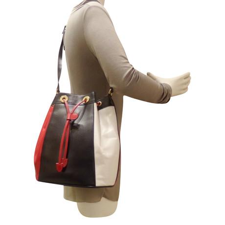 Escada Bucket Bag Andere Farbe Spielraum Finish Günstig Kaufen Beliebt Freies Verschiffen Die Besten Preise LivtPprps