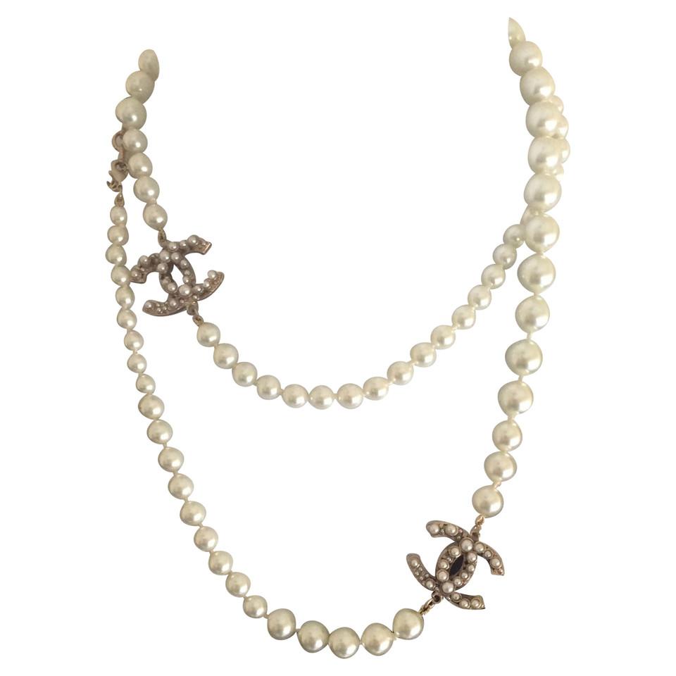 chanel collana in perle compra chanel collana in perle di seconda mano a 1534086. Black Bedroom Furniture Sets. Home Design Ideas